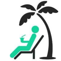 Muž na pláži pod palmou